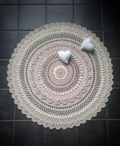 Ravelry: Queen pattern by Lifestyle By Ella /Elisabeth Laitila Crochet Mat, Crochet Stitches Patterns, Thread Crochet, Crochet Designs, Crochet Doilies, Crochet Hooks, Free Crochet, Stitch Patterns, Mandala Crochet