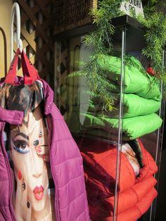 Aria di primavera...ma meglio non scoprirsi troppo! Una proposta nuova e pratica: giacche termiche uomo e donna con interni stampati fantasia a soli € 99 by Freedomday. Freedomday #freedomday #jkt #nuoviarrivi #pe2015 #primavera #ss15 #sneakers #followthebuyer #fashion #instafashion #instamood #instablogger #Moena #Dolomiti #Valdifassa #moenalovers #visittrentino #trentino #fassaski15 #sognotrentino