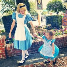 There's obviously no wrong way to take your kid to Disney World, but it seems like Jennifer Rouch figured out an extra-special way to do it. | This Mom Makes Adorable Costumes For Her Daughter To Wear To Disney World