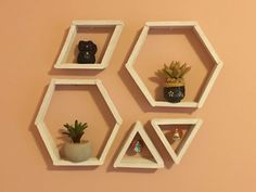 Smart DIY Geometric Wall Shelves With Popsicle Sticks Popsicle Stick Crafts For Adults, Diy Popsicle Stick Crafts, Diy With Popsicle Sticks, Craft Sticks, Tongue Depressor Crafts, Stick Wall Art, Home Decoracion, Painted Sticks, Diy Home Decor On A Budget