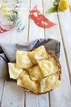RAVIOLI DOLCI DI RICOTTA-RICETTA ABRUZZESE http://blog.giallozafferano.it/lapasticceramatta/ravioli-di-ricotta-dolci-fritti-ricetta-abruzzese-di-carnevale/