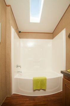 Colony Homes Beacon Single Section - DS125A - tub/shower combination!