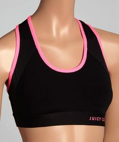 This sports bra creates a sleek aesthetic with stretch-kissed fabric, modern fabric blocking and a fitted cut that supports your curves.