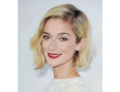We're absolutely in love with this side swept bob on Caitlin Fitzgerald