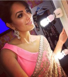 Anita Hassanandani Reddy looks pretty in a classic pink and silver combination…