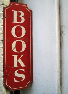 3 of my favorite things: signs, red and books! My Favorite Color, My Favorite Things, Boutique Vintage, Old Books, Book Nooks, Shades Of Red, I Love Books, Book Nerd, Vintage Signs