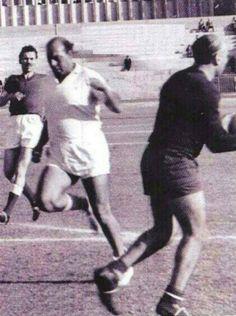 لحظة رياضيه الفنان فريد شوقي بيلعب كوره