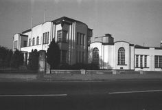 Trico's former art deco style factory in Brentford French Crafts, Brentford, Streamline Moderne, Local History, West London, Art Deco Fashion, Art World, Old Photos, 1930s