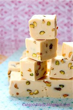 This is the best Baileys Irish Cream and Pistachio no Pistachio for me.Im doing another NUT!Fudge I have tried or made for that matter. You need to make this fudge for sure. Christmas Fudge, Christmas Treats, Christmas Candy, Baked Goods For Christmas Gifts, Christmas Recipes, Holiday Treats, Christmas Presents, Christmas Cookies, Holiday Recipes