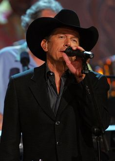 A Legendary Performer....he only gets better with age! Nothing like George Strait music!