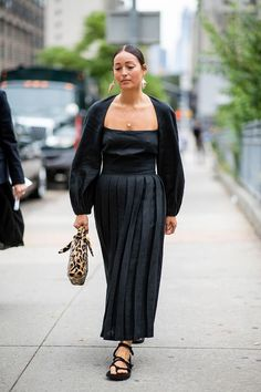 New Yorker Street Style, New York Fashion Week Street Style, Cool Street Fashion, Fashion Tips For Women, Fall Fashion Trends, Fall Trends, Workwear Fashion, Fashion Outfits, Fashion Blogs