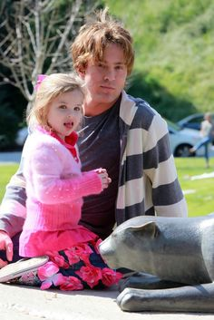 Dannielynn Birkhead Photos - Larry Birkhead taking his daughter Dannielynn to the Coldwater Canyon Park in Beverly Hills, CA. Dannielynn is wearing some jeans with a bunch of flowers on them. - Larry Birkhead Takes His Daughter Dannielynn To The Park Dannielynn Birkhead, Anna Nicole Smith, Churchill Downs, Star Pictures, Celebs, Celebrities, Little Babies, Larry, Movie Stars