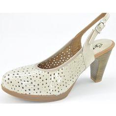 Zapato salón de la marca Pitillos. Muy cómodo. Todo piel. Es una horma que calza muy bien, y hace que podamos ir vestidas y arregladas sin la necesidad de sufrir. Altura alta de tacón, que la contrarresta la plataforma en el antepié. Fabricado en piel charol,perforada, lo que hace de este zapato el zapato ideal para ir arreglada y fresca en verano. Tallas desde el 36 al 41. Color.gris. www.calzadossilvio.com