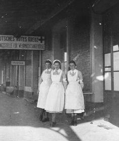 Ww2 Women, Vintage Nurse, German Women, Wwii, Couple Photos, People, Hello Nurse, Photography, Nurses
