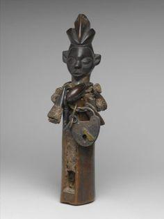 Slit-drum hunting charm, N-kookwa Ngoombu. Yaka or Zoongo, DRofCongo. www.searchafrica.org/arts