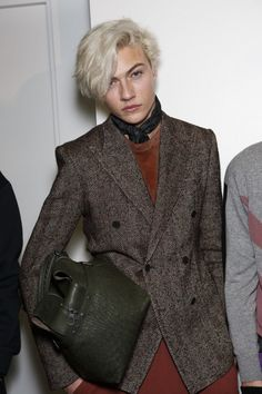 Lucky Blue Smith Lucky Blue Smith, Pretty People, Beautiful People, Long To Short Hair, Yves Saint Laurent, Good Looking Men, White Hair, Boy Fashion, Milan Fashion