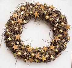 Gold Kranz Weihnachten saisonale Tür Kränze Dekor outdoor Dekoration Sterne Weihnachten Holz Sterne Winter ornament Dezember Geschenke von BotanikaStudio auf Etsy https://www.etsy.com/de/listing/211288388/gold-kranz-weihnachten-saisonale-tur