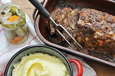 meatloaf with mashed potatoes Kitchen Stories, Meatloaf, Mashed Potatoes, Beef, Ethnic Recipes, Ox, Shredded Potatoes, Steak