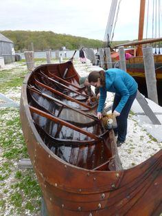12 May 2017 Göran R Buckhorn writes: The wooden, clinker-built Viking longship Draken Harald Hårfagre – the largest Viking ship that has sailed in modern times – which I wrote about on HT… Viking Art, Viking Ship, Viking Yachts, Viking Longship, Mystic Seaport, Wooden Boat Building, Norse Vikings, Wooden Ship, Boat Stuff