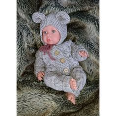 Dukkes Chunky Lace er en dukkesweater med blonde p Crochet Doll Clothes, Doll Clothes Patterns, Clothing Patterns, Baby Born Clothes, Designer Baby, Baby Knitting Patterns, Crochet Pattern, Baby Blog, Cute Baby Girl