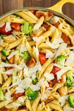 easy chicken pasta recipes - light pasta dishes with chicken and noodles Easy Summer Salads, Summer Salad Recipes, Healthy Salad Recipes, Summer Food, Healthy Food, Chicken Caesar Pasta Salad, Chicken Pasta Dishes, Caesar Salad, Chicken Ceasar