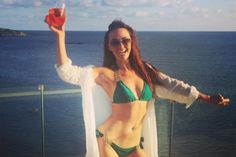 """#fasting #primal Hollyoaks star Jennifer Metcalfe on her 'guilt-free' Christmas diet and how she feels sexier than ever after ...  JENNIFER Metcalfe has lifted the lid on her """"guilt-free"""" Christmas diet and revealed she now feels sexier than ever after learning how to wear her curves """"with a smile""""."""