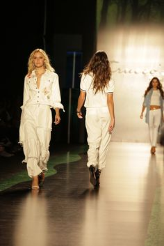 Un look al mejor estilo, con prendas de vanguardia  #jeans #look #modelo