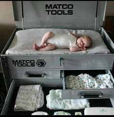 This would be super cute for a baby boy and have like a racecar room