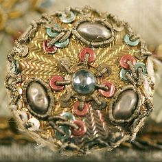 Ca 1765 silk & metal passementerie button from a man's waistcoat. Metropolitan Museum of Art Button Art, Button Crafts, Techniques Textiles, Celtic, Flower Spray, Passementerie, Gold Work, Exotic Flowers, Vintage Buttons