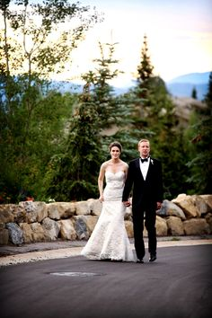Gorgeous couple. Complimentary scenery. Location: Stein Eriksen Lodge driveway entrance #steinweddings