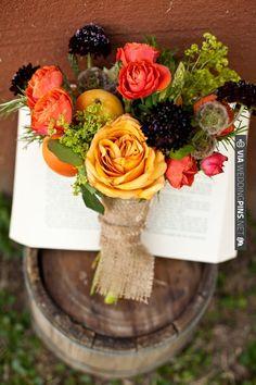 burlap wrapped bouquet | VIA #WEDDINGPINS.NET