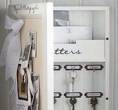 Dieses Holzkästchen ist Schlüsselschrank, Pinnwand, Fotogalerie und Postablage in einem. Die Schlüssel lassen sich prima aufhängen und dank Namensschildern...