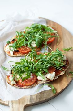 Super healthy delicious pizza.  In 30 minutes ready, less than 300 calories! Love this recipe!