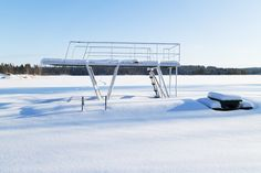 The diving tower in wintertime - null