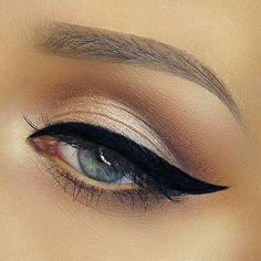 Perfect cat eye! Love this eye makeup!