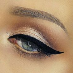 Perfect cat eye! Love this eye makeup!