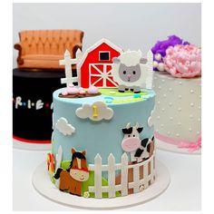 Boys 1st Birthday Cake, Animal Birthday Cakes, Minnie Mouse Birthday Cakes, Horse Birthday Parties, Thomas Birthday, Farm Animal Birthday, 1st Boy Birthday, Farm Animal Cakes, Niklas