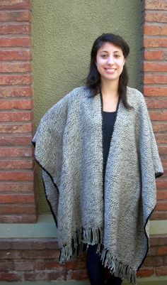 # 012    - Ruana tejida en telar    - Traditional poncho ('ruana') knitted with the loom or traditional weaver