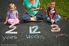 fun maternity announcement with siblings