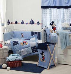 Mickey Maus Muster verzieren das Babyzimmer
