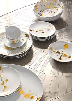Jonathan Adler 1948 Dinnerware: your dining table deserves some quiet luxury with a splash of panache.