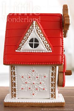 the prettiest Gingerbread house! Gingerbread House Designs, Gingerbread House Parties, Gingerbread Village, Gingerbread Decorations, Christmas Gingerbread House, Christmas Treats, Gingerbread Cookies, Cookie House, House Cake