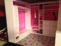 Absolutely Alter It: Monster high/ barbie dollhouse Closet Barbie Furniture Tutorial, Diy Barbie Furniture, Barbie Organization, Barbie Storage, Barbie Bedroom, Barbie Wardrobe, Barbie Diorama, Barbie Doll House, Doll Display