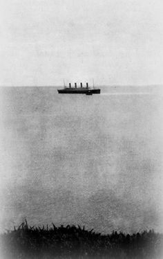 The last photograph of Titanic afloat.This photograph was taken by John Morrogh sometime around on 11 April 1912 as Titanic was leaving Queenstown, Ireland.It's confirmed that this is the last photograph of the Titanic. Real Titanic, Titanic Ship, Titanic History, Titanic Photos, Vintage Pictures, Old Pictures, Old Photos, Southampton, Belfast