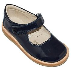 Beautiful and classic Mary Janes with an scalloped edge that makes them unique and stylish. Comfortable cushion on back for exra ankle support. All Elephantito shoes are handmade with natural materials, giving a one of a kind feeling to our designs.