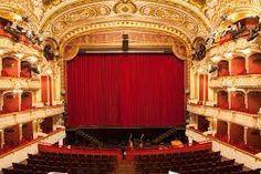 Telones para teatros clásicos hechos con terciopelos ignífugos. www.telonesmadisson.net