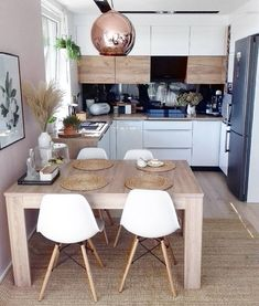 Home Remodel Living Room Fabulous Small Apartment Kitchen Decoration Ideas.Home Remodel Living Room Fabulous Small Apartment Kitchen Decoration Ideas Small Kitchen Tables, Small Apartment Kitchen, Small Dining, Home Decor Kitchen, Kitchen Dining, Kitchen Ideas, Dining Table, Kitchen Island, Dining Area