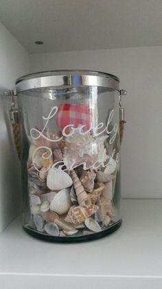 Leuke vaas/pot over? Vul deze dan met schelpen of andere decoratie!