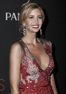 Ivanka Trump ~ Executive Vice President of Development & Acquisitions at The Trump Org. & Principal of Ivanka Trump Fine Jewelry. Ivanka Marie Trump, Ivanka Trump Style, Ivanka Trump Outfits, Ivanka Dress, Ivanka Trump Pictures, Famous Celebrities, Celebs, Sexy Summer Dresses, Very Beautiful Woman