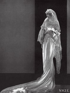 Mrs. John David Lodge photographed by Edward Steichen for Vogue, August 1929
